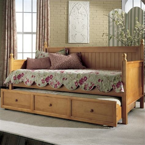 day bead wood daybed in honey maple b5xc53