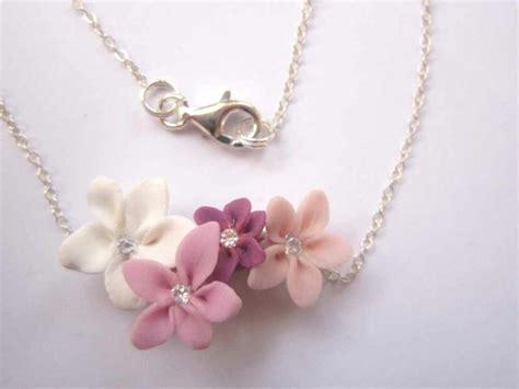 collier en pate fimo avec quatre petites fleurs roses cr 233 ations bijoux en fimo de a fleur de