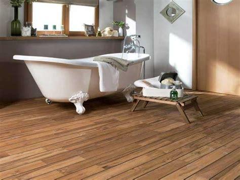 un parquet dans la salle de bains c est possible deco cool