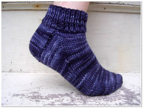 beginner knit socks free sock knitting pattern for beginner s freshstitches