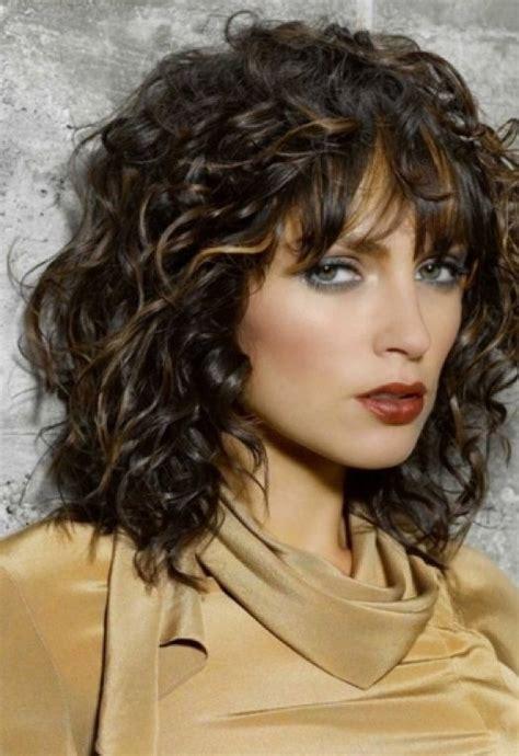 medium length wash wear hairstyles top 25 best medium length curly hairstyles ideas on