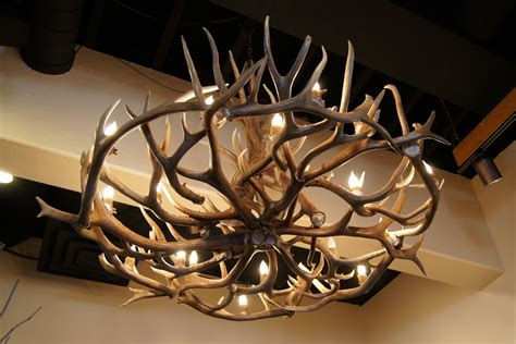 deer horn chandeliers custom antler chandeliers by the peak antler company tweeds antler chandelier selection