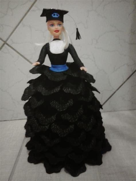 Boneca Barbie Formatura Em Adm Artes E Flores De Eva