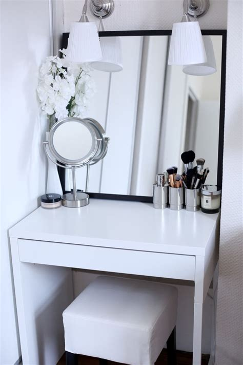 small makeup desk 25 best ideas about small vanity table on