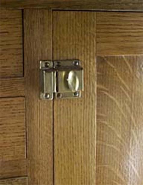 kitchen cabinet latches the kitchen cabinet latches