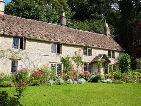 Farm House Porches angl sodo stilius kaip susikurti midsomeri k g lyn