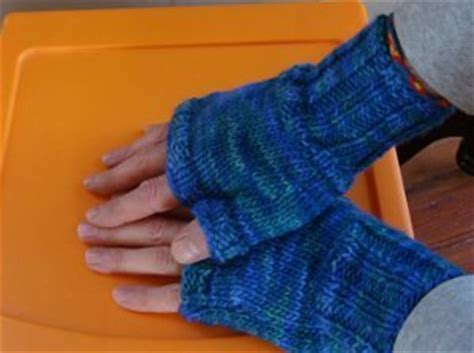 free knitting pattern for fingerless gloves on needles two hour fingerless gloves allfreeknitting