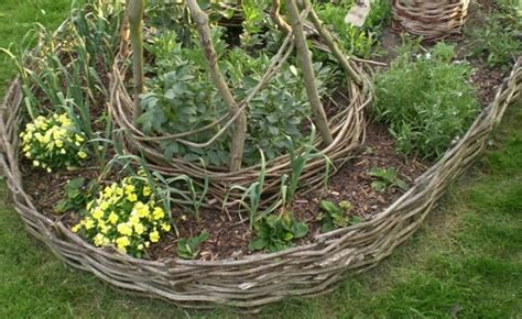 garden edging ideas 15 brilliant garden edging ideas you can do at home eco