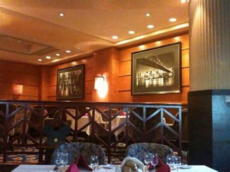 hoteles en new york con cocina manhattan restaurant en el disney 180 s hotel new york