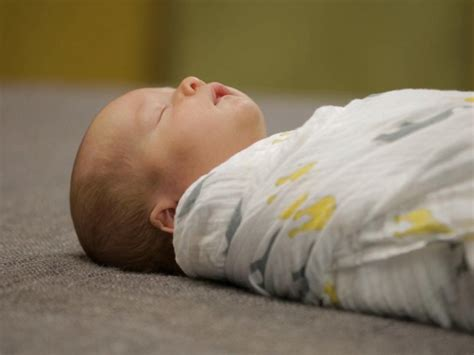 swaddling baby in crib can i swaddle my baby in the crib 28 images swaddle