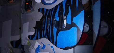 spray painting your guitar how to paint a guitar using spray paint 171 painting