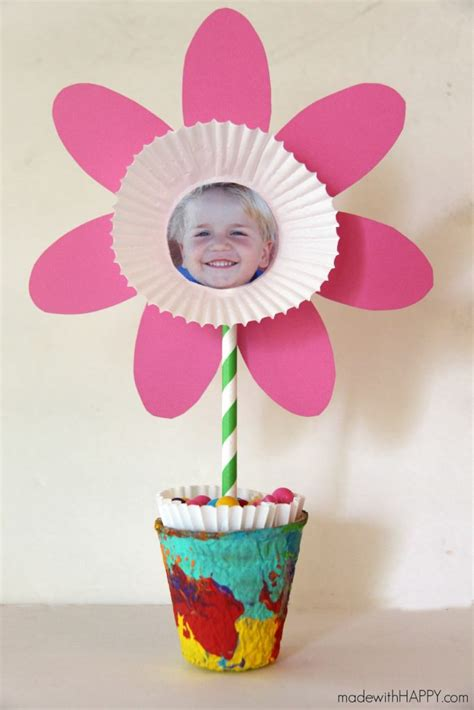 paper flower craft for children 20 and easy flower crafts for to make this