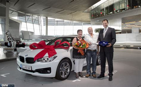 Bmw Delivery by Vehicle Delivery At Bmw Welt Reaches New High In 2014