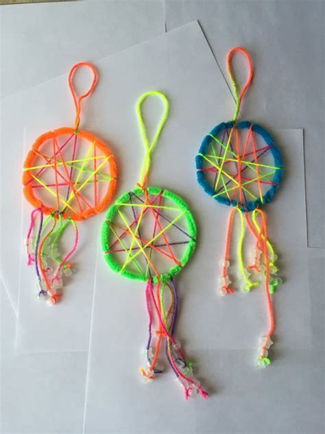 how to make a cool craft out of paper crafts with pipe cleaners catchers catcher and pipes