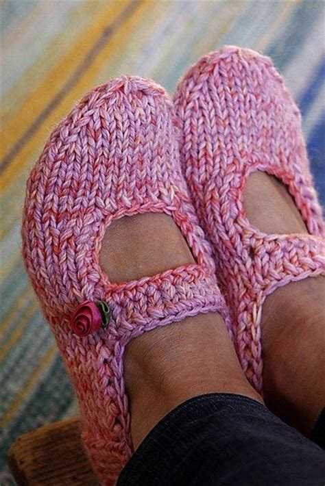 free slipper patterns to knit or crochet best 25 knitted slippers ideas on