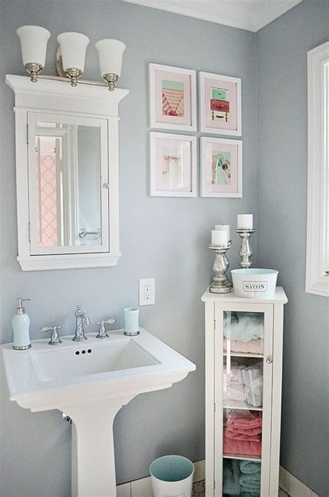 paint ideas for small toilet room 25 best ideas about powder room decor on half