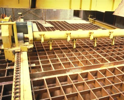 Car Dumper Frozen Coal by Traveling Hammermill Powers Through Frozen Bulk Materials