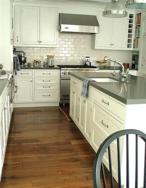 Backsplash For White Kitchens the 25 best gray quartz countertops ideas on pinterest
