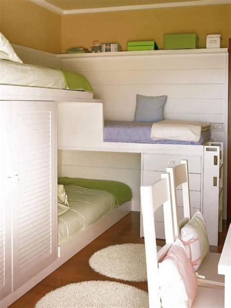 bunk beds for 3 or more decora 231 227 o um quarto para tr 234 s irm 227 os bagagem de
