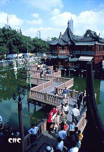 Der Yuyuan Garten by Der Chenghuang Tempel Und Der Yuyuan Garten