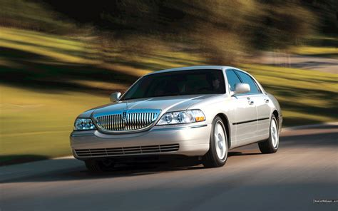 Car Town Wallpaper by Beautiful Car Lincoln Town Car Wallpapers And Images