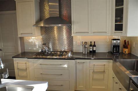 pictures of kitchen backsplashes with tile la cr 233 dence carrelage inox dans la cuisine c est top