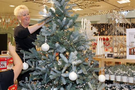 lewis tree decorations how to decorate a tree lewis top