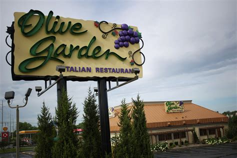 olive garden to sell 21 000 pasta passes thursday deal now is key tactic chicago tribune