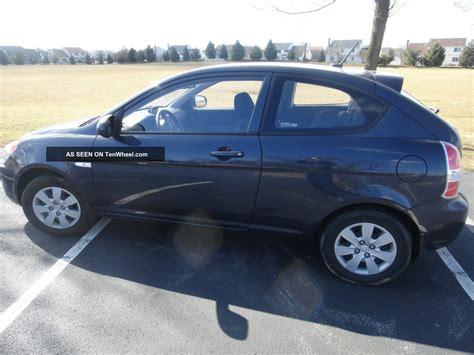 2 Door Hyundai Accent by 2011 Hyundai Accent Gl Hatchback 2 Door 1 6l