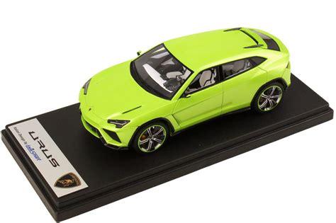 1:43 Lamborghini Urus verde ithaca met.   1 of 99