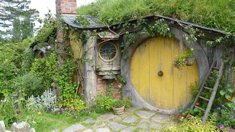 hobbits home hobbit house pictures the hobbit set photos