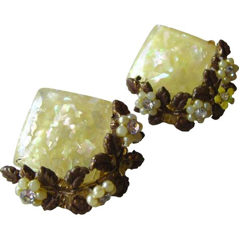 lucite flower lucite yellow glitter flower earrings vintage jewelry