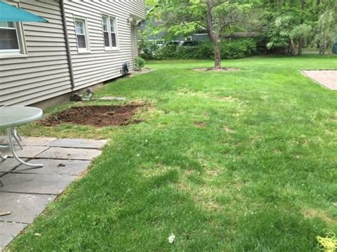 do it yourself paver patio installing paver patio in backyard doityourself