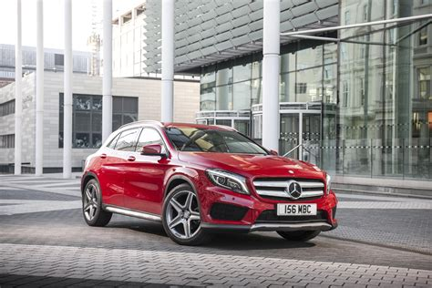 Mercedes Suv Pictures by Mercedes Gla Class Suv Pictures Carbuyer