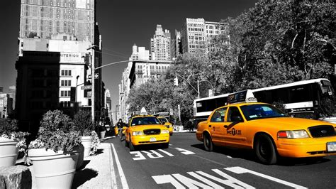 in new york 1366x768 yellow taxi in new york desktop pc and mac wallpaper