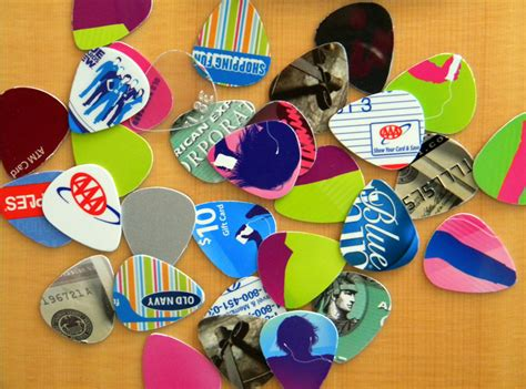 make guitar picks from credit cards mtv s green picks machine recycles credit cards into