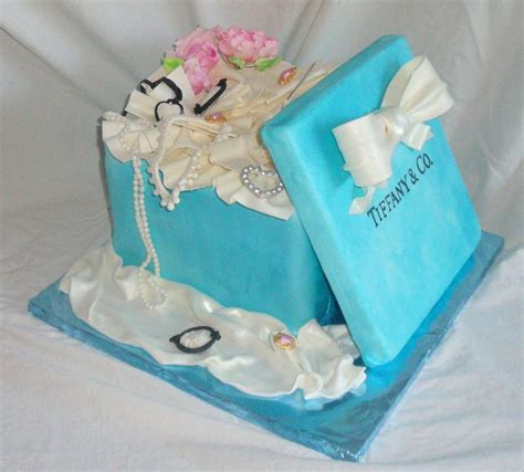 how to make edible jewelry for cakes present box fondant cake with edible jewelry peon