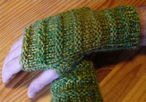 chunky knit fingerless gloves pattern chunky s fingerless gloves allfreeknitting