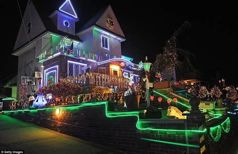 Decorated Houses For Halloween by Brooklyn Neighborhood S Christmas Lights Draw Visitors