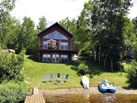 chalet au bord du lac a la carpe chalet 224 louer lac des plages pl 7125 chaletsauquebec