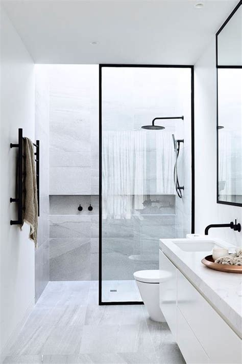 Narrow Bathroom Ideas by Best 25 Narrow Bathroom Ideas On Small Narrow
