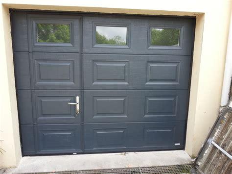 porte de garage sectionnelle avec portillon pas cher porteatelier