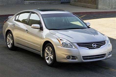 Nissan Accord by 2007 2012 Nissan Altima Vs 2008 2012 Honda Accord Which