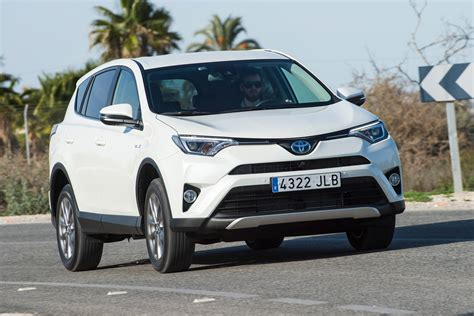 Toyota Rav4 Reviews 2016 by Toyota Rav4 Hybrid 2016 Review Pictures Auto Express