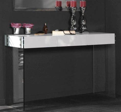 console laquee blanc brillant white avec pietement en verre 3 tiroirs