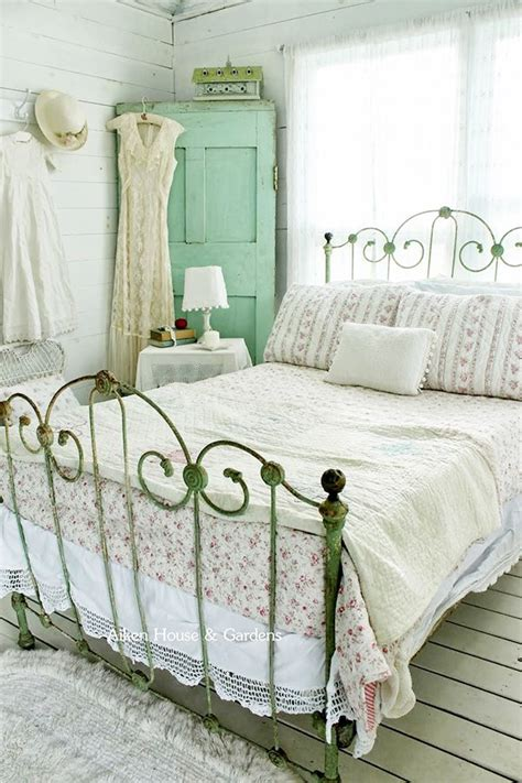 vintage shabby chic bedroom furniture 33 sweet shabby chic bedroom d 233 cor ideas digsdigs