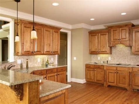 best paint colors for kitchens with pine cabinets 25 best ideas about honey oak cabinets on