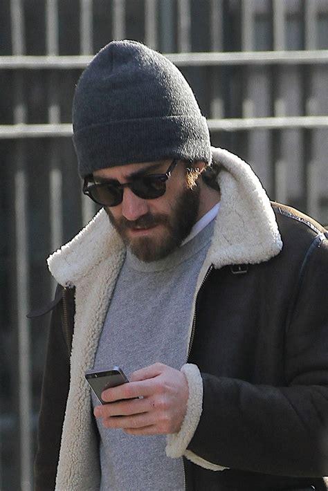 how to wear a knit hat the do s and don ts of wearing a beanie photos gq