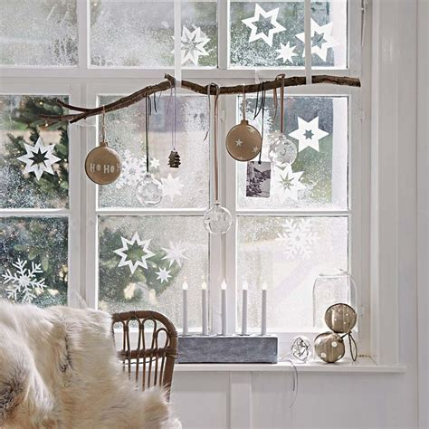 window decoration for waiting for santa ideas on how to decorate your windows