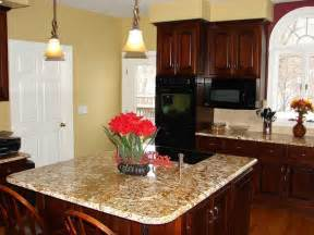 paint colors for kitchen with wood cabinets 17 best ideas about cherry wood kitchens on